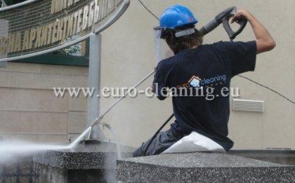 Почистване на ограда на съюза на архитектите - Пясъкоструене - почистване на вратата