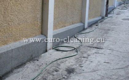 Пясъкоструене на стълбище - Почистен цокъл - пясъкоструене